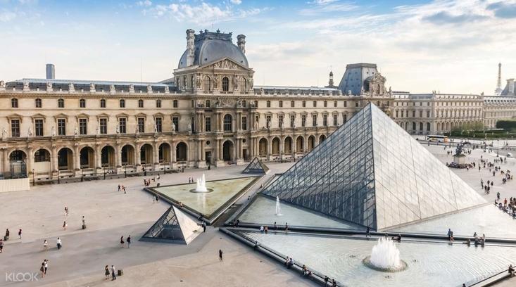 Парижский Лувр возобновляет работу после долгого перерыва.